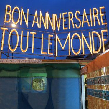La Zone d'Anniversaire Concerté ou Le Monde dans un Bazar